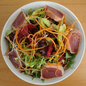 seared-tuna-salad-