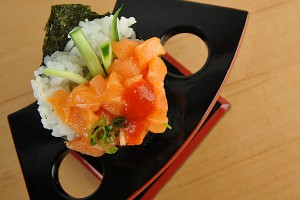 spicy-salmon-temaki-1